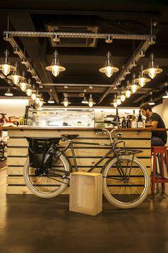 Diário de Lisboa - The Lisbon Diary: Café e bicicletas. Velocité Café. Duque d´Ávila.