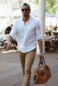 glance out your day with a gym bag // gym gear // gym day // urban men // mens fashion // sun glasses // mens bag // mens accessories // urban life // city boys // Mens Work Shirts, Casual Shirts, Men Shirts Style, Mode Masculine, Stylish Men, Men Casual, Casual Bags, Casual Outfits, Casual Ootd