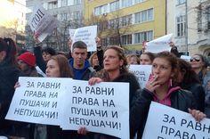 """Хиляди се събраха в София пред сградата на Народното събрание, за да поискат """"Промяна!"""" Около 2 хиляди души, предимно собственици на заведения заедно със своите работници поискаха от управляващите да отменят пълната забрана за тютюнопушене на обществени места."""