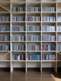 壁一面のコミック本棚 奥行180mm