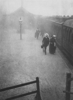 turnofthecentury: liquidnight: Harold Cazneaux Bound East, 1910 From Harold Cazneaux - The Quiet Observer Great Photos, Old Photos, Amazing Photos, Australian Photography, Black N White Images, Ansel Adams, Vintage Pictures, Vintage Photography, Black And White Photography