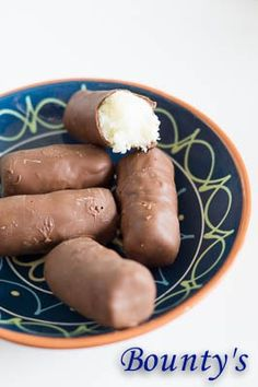 Wrap met Ketjapkip - I am Cooking with Love Beignets, Coconut Recipes, Homemade Chocolate, High Tea, Fudge, Tapas, Cravings, Sweet Tooth, Bakery