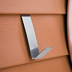 Vinyl Siding Hangers -- a great idea for hanging items on your house without damaging the siding! I& going to get some. Note that one buyer said it does not work on Dutch lap siding. Vinyl Siding Hooks, Dutch Lap Siding, Outdoor Projects, Outdoor Ideas, Backyard Ideas, Outdoor Jobs, Garden Ideas, Outdoor Art, Patio Ideas