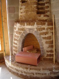 A kiva (beehive) fireplace made of adobe for a straw bale house Indoor Outdoor Fireplaces, Earth Bag Homes, Straw Bales, Hay Bales, Santa Fe Style, Adobe House, Underground Homes, Unusual Homes, Natural Building
