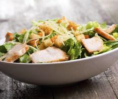 Salade César  ||  L'alerte canicule vient de sonner, et vous vous demandez comment vous rafraîchir durant cette période de chaleurs.   Moi, Marie, j'ai la solution : un verre d'eau bien fraîche accompagné de glaçons, et surtout… une bonne salade gourmande pour ensoleiller vos soirées estivales !  Découvrez sans plus attendre mes recommandations de recettes hautes en couleurs sur http://www.top-recettes.fr/conseil/salades-estivales !
