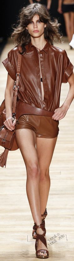 See all the Collection photos from Barbara Bui Spring/Summer 2016 Ready-To-Wear now on British Vogue Fashion Week 2016, Spring Fashion, Fashion Show, Fashion Trends, Paris Fashion, Vanity Fair, Spring Summer 2016, Look Chic, Vogue Paris