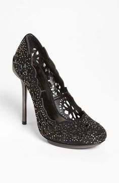 gorgeous pump - this could totally make an outfit!
