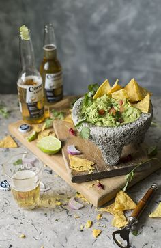Mexican Guacamole The Real one. Guacamole Mexicano Autentico Más - Recipes, tips and everything related to cooking for any level of chef. Mexican Dishes, Mexican Food Recipes, Snack Recipes, Healthy Recipes, Snacks, Healthy Food, Crockpot Recipes, Yummy Recipes, Food Porn
