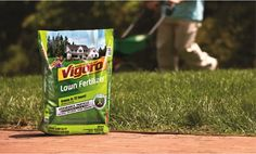 """Vigoro's new lawn fertilizer has a """"No Burn Guarantee"""" with its time-release technology, so you'll get a greener lawn. Click through to learn more."""