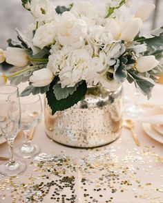 Latest Wedding Trends To Plan an Unforgettable Wedding in 2021 ❤ wedding trends metallic wedding table setting #weddingforward #wedding #bride #weddingtrends #bohowedding Wedding Balloon Decorations, Wedding Balloons, Wedding Table Centerpieces, Flower Decorations, Centrepieces, Cheap Wedding Flowers, Romantic Flowers, White Flowers, Champagne Wedding Flowers