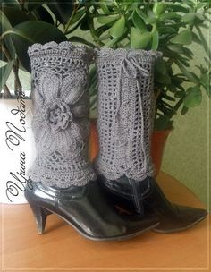 Inspiration - use large square motif, lace up a couple inches from bottom. Crochet Boot Cuffs, Crochet Leg Warmers, Crochet Boots, Crochet Slippers, Knit Crochet, Doily Patterns, Crochet Patterns, Form Crochet, Crochet Accessories