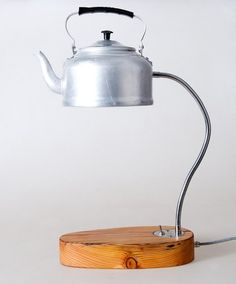An adorable upcycled lamp using reclaimed wood and a tea kettle! Via the 5 Best DIY Projects Using Reclaimed Wood #DIY