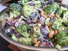 - Broccoli salad with sweet vinaigrette! Perfect for terras meals . Broccoli Salad, Vegetable Salad, Vegetable Recipes, Broccoli Meals, Healthy Salad Recipes, Baby Food Recipes, Cooking Recipes, Salad Dressing Recipes, Soup And Salad