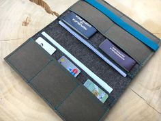 Travel-Organizer aus Wollfilz und Vegan Leder für Reisepass, Tickets, Kreditkarten, Bargeld und sonstige Papiere... Mit vielen Fächern und in verschiedenen Größen erhältlich!  Filz:...
