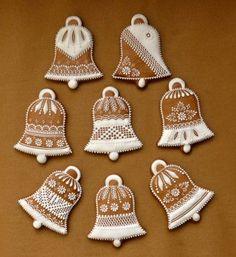 Vianočné Gingerbread Decorations, Christmas Cake Decorations, Gingerbread Man Cookies, Christmas Gingerbread House, Christmas Deserts, Christmas Cupcakes, Christmas Baking, Crazy Cookies, Fun Cookies
