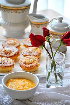 Cupcakes με γέμιση κρέμα λεμόνι