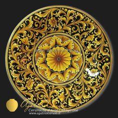Piatti decorati. Piatto in ceramica di Caltagirone dipinta a mano.