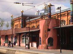 Hundertwasserbahnhof uelzen1 - Friedensreich Hundertwasser - Wikipedia, la enciclopedia libre