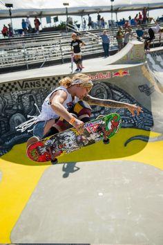 Girls Skate, Bufoni, Skater Look, Skate Photos, Skate And Destroy, Skate Style, Skateboard Girl, Longboarding, Poses