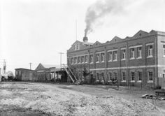 Ipswich Woollen Mills, Joyce Street, East Ipswich, - Image courtesy of Picture Ipswich Ipswich Qld, Back In The Day, Historical Photos, Brisbane, Past, Street View, History, Building, Historia