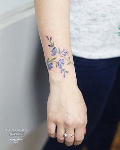 43 Beautiful Flower Tattoos for Women Beautiful Flower Tattoos for WomenFlowers are popular tattoo designs for women. Tattoos For Women Flowers, Flower Wrist Tattoos, Beautiful Flower Tattoos, Wrist Tattoos For Women, Tattoo Designs For Women, Tattoos For Guys, Tattoo Flowers, Tattoo Girls, Flower Tattoo Women