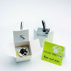 petit four cake and box packaging