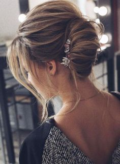 Best Wedding Hairstyle With Mid Length Hair Daily Hairstyles, Bun Hairstyles For Long Hair, Bride Hairstyles, Layered Hairstyle, Wedding Guest Hairstyles, Wedding Updo, Vestido Boho Chic, Hot Hair Colors, Wedding Hair Inspiration