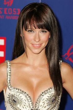 Blunt Bangs Round Face | jennifer love hewitt celebrity hairstyle Face Shapes and Fringe