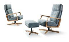 Gin Sessel hoch mit Holzarmlehnen von #Signet  ab 1 742,00 €     Die Zuhilfenahme des gleichnamigen Wacholder-Destillats istgar nicht nötig, um Gin als fulminant zu erkennen -die nüchternen Fakten genügen: Seine Drehfunktion ist sokonzipiert, dass er sich nach jeder Runde automatischin die Ausgangsposition zurückdreht.Die Wippfunktion kann per Drehrad auf das jeweilige Körpergewichteingestellt werden, außerdem kann der Sessel inverschiedenen Positionen arretiert werden. Die Armlehne…