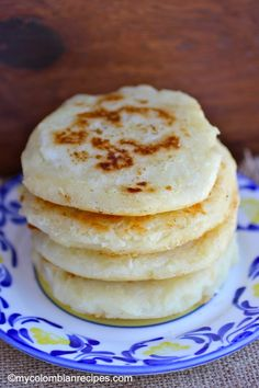 Arepas de Yuca Cassava Arepas Colombian and Venezuelan cuisine Colombian Dishes, My Colombian Recipes, Colombian Food, Yuca Recipes, Cooking Recipes, Venezuelan Food, Venezuelan Recipes, Puerto Rico Food, Spanish Dishes