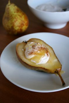 warm pears with cinnamon ricotta: fiber and protein rich but super creamy and juicy! #healthy