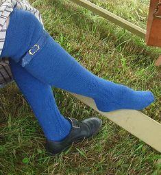 Ravelry: 18th Century Stockings pattern by Mara Riley. Free pattern. #outlanderknits