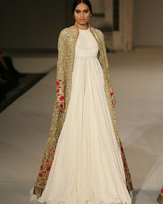 Rohit Bal at Lakmé Fashion Week #ConGuantesySombrero #fashion #designers #runaway #instagood #collections #style