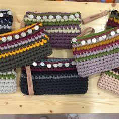 Blog sobre trapillo, DIY, tejer, crochet, ganchillo, tutoriales y mucho más Crochet Clutch, Crochet Handbags, Crochet Purses, Crochet Ripple, Love Crochet, Easy Crochet, Crochet Cluster Stitch, Single Crochet Stitch, Newborn Crochet