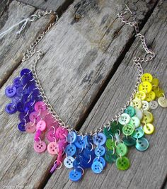 Here are some pictures of my newest creations! I have made a rainbow button necklace like the one below before. I received so many comple. Button Necklace, Diy Necklace, Necklaces, Jewelry Crafts, Handmade Jewelry, Handmade Gifts, Diy Accessoires, Diy Buttons, Beaded Jewelry Patterns