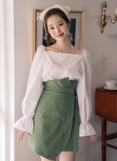 Shop feminine, adorable & ladylike Korean clothing at CHLO. Find out items ranging from dresses, tops to bottoms that will let out an instant charm. Also, discover items only available exclusively at Manon! Spring Trends, Korean Outfits, Daily Look, Tie Backs, Fashion Outfits, Fashion Trends, Korean Fashion, High Waisted Skirt, Feminine