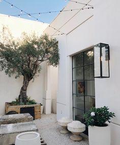 20 Courtyard Garden Walled for Neat Plant Arrangement Design Exterior Design, Interior And Exterior, Garden Design, House Design, Outdoor Rooms, Outdoor Decor, Outdoor Lighting, Exterior Lighting, Lighting Ideas