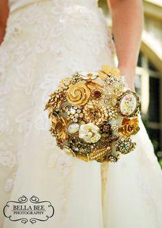 BOUQUET STYLE: bronze broach bouquet #jewelry_bouquet #nontraditional_bouquet #gold_broach_bouquet