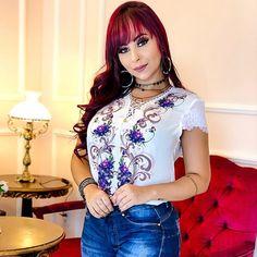 Blusinha Estampada @disaoficial ❣️Vendas e informações (062) 99971-9923 ou DIRECT 📍Enviamos para todo Brasil (ATACADO) 🔺Varejo somente na loja física ❣️Shopping 44 Loja 204 #atacadao44 #shopping44 #makeup #tshirts #blogueira #crentechic #moda #modagoiana #estilosa #modaexecutiva #blusasdelicadas #atacado #luxo #modadelicada #44goiania #tendencia #ObrigadoDeus #omelhorda44 #modafashion #goiania #VemPraDisa #goiania #frases #modaparameninas #lookdodia #cropped #disalovers #delicadas Fast Fashion, Moda Fashion, Blouse, Long Sleeve, Sleeves, Tops, Women, Trends, Style