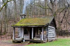 Want to experience the goodness of living in a country-style house and away from the city, and if you love hands-on, log cabin kits is the solution. Small Log Cabin, Little Cabin, Log Cabin Homes, Cozy Cabin, Old Cabins, Cabins And Cottages, Rustic Cabins, Tiny Cabins, Forest Cabin