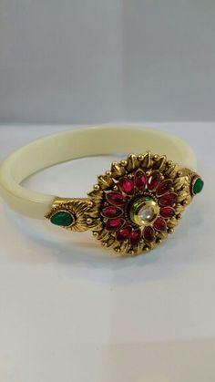 Antique changeable  bracelet Gold Bangles Design, Gold Earrings Designs, Gold Jewellery Design, Antique Gold Rings, Rajputi Jewellery, Real Gold Jewelry, Bridal Bangles, Blouse, Bracelets