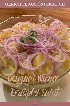 Den Kartoffelsalat, oder Erdäpfelsalat gibt es in verschiedensten Variationen. Heute koche ich mit dir einen original Erdäpfelsalat nach Sacher Art. Schritt für Schritt Anleitung für den Wiener Erdäpfelsalat. Dazu viele Bilder und gute Tipps, damit dir dieses österreichische Rezept auch gelingt.