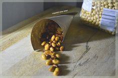 Diétás nasi recept: Fűszeres, pirított szójabab  Kattints a receptért! Ale, Roast, Beans, Food, Cilantro, Ale Beer, Essen, Meals, Roasts