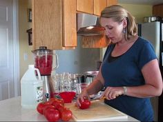 Mary Ostyn: Canning tomatoes the easy way. Always thought canning is hard? Here's Mary Ostyn showing you how to can tomatoes quickly, easily and safely. Canning Tomatoes, Tomato Canning, Canned Tomato Sauce, How To Can Tomatoes, Preserving Food, Canning Recipes, Food Storage, Preserves, Cooking Tips