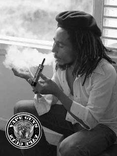 Bob Marley vaping e-cig