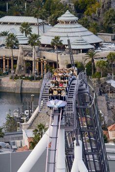 Hollywood Dream: The Ride - Universal Studios Japan (Konohana, Osaka, Osaka, Japan) Universal Parks, Universal Studios Japan, Places To See, Places Ive Been, Disneyland, Best Roller Coasters, Japan Tourism, Countries Of The World, Solo Travel