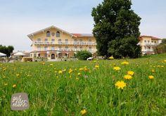 Außenansicht Sommer Löwenzahn Wellness, Mansions, House Styles, Home Decor, Seasons Of The Year, Vacation, Summer, Decoration Home, Manor Houses