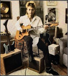 ♫'''This is a 1985 Guild Bluesbird Brian Setzer model. (Wednesday, March 26, 2014 1985 GUILD BLUESBIRD Posted by Jesse Seales Guitar Instruction at 11:49 AM)...☺...'''♫ http://sealesguitar.blogspot.fr/2014/03/1985-guild-bluesbird-this-is-1985-guild.html