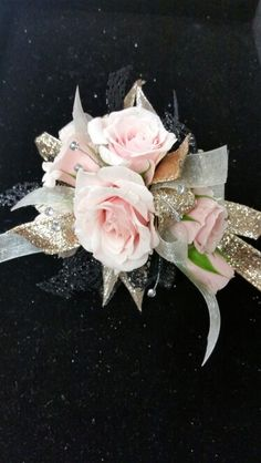 Pink spray roses with champagne and black accents