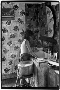 Girl washing dishes, Kentucky, 1964. Appalachia. Photo by William Gale Gedney, 1964, from the Cornett Family series. Note the picture on the wall of the Last Supper.